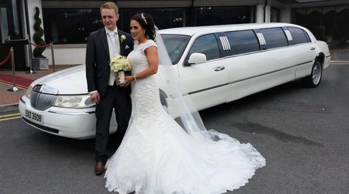 White Lincoln Limo - Holds 8